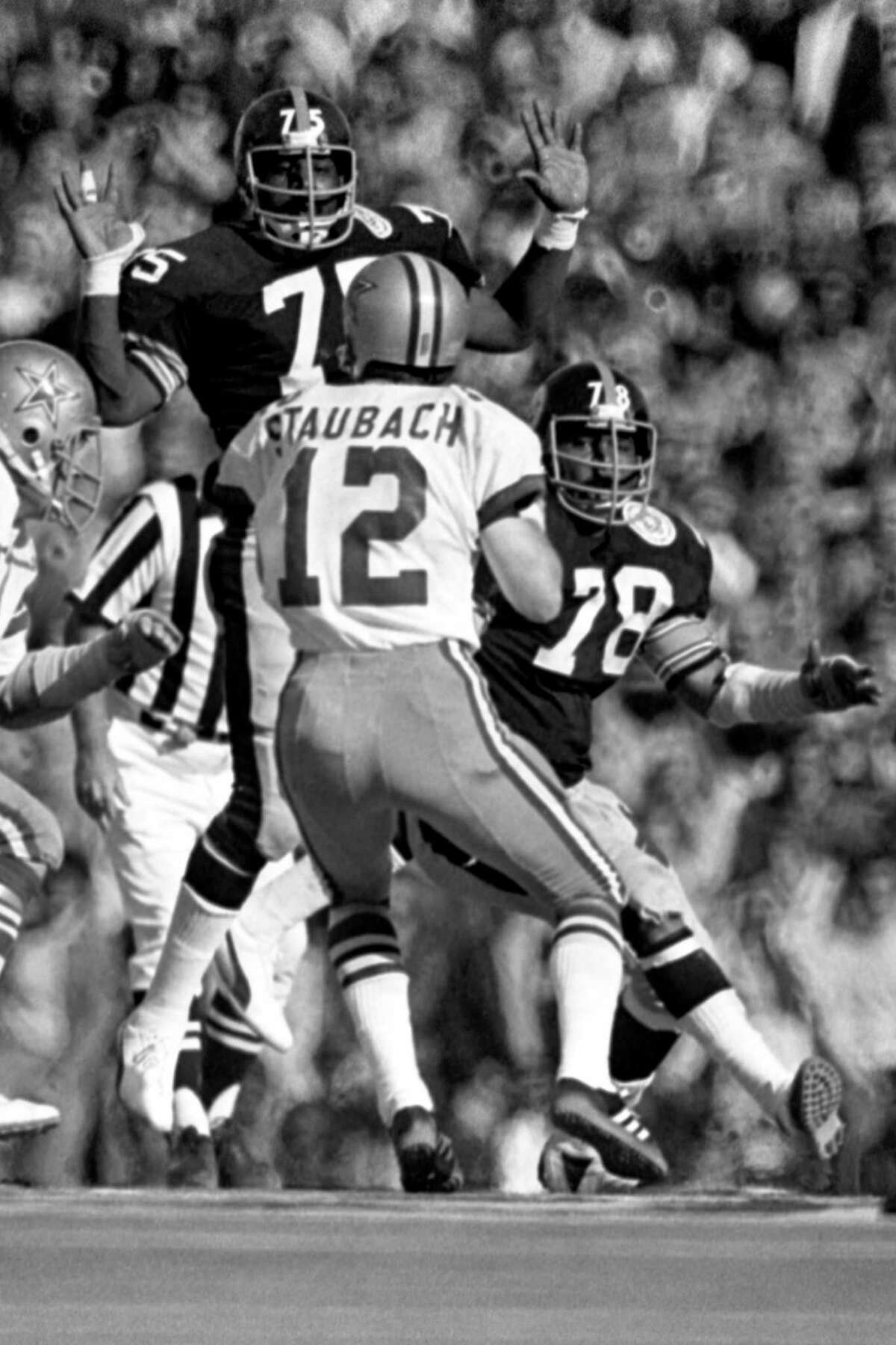 MIAMI, FL - JANUARY 18, 1976: Quarterback Roger Staubach #12 of Dallas Cowboys runs out of the pressure of defensive lineman Dwight White #78, and Joe Greene #75 of the Pittsburgh Steelers during Super Bowl X on January 18, 1976 at the Orange Bowl in Miami, Florida. The Steelers beat the Cowboys, 21-17 to win the professional football World Championship.19760118-JS-1976 Kidwiler Collection/Diamond Images