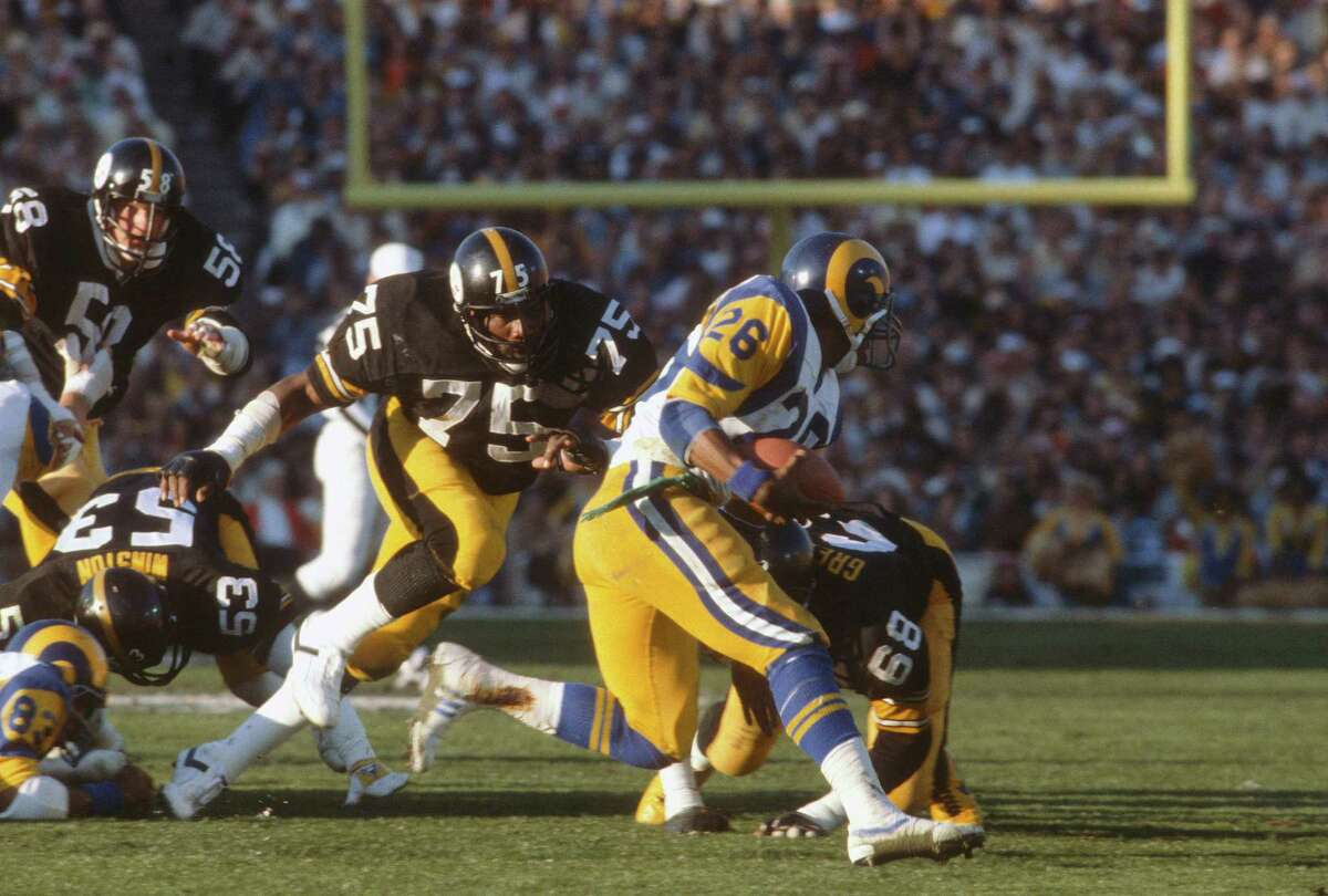 PASADENA, CA- JANUARY 20: Joe Greene #75 of the Pittsburgh Steelers pursues running back Wendell Tyler #26 of the Los Angeles Rams during Super Bowl XIV on January 20, 1980 at the Rose Bowl in Pasadena, California. The Steelers won the Super Bowl 31-19. (Photo by Focus on Sport/Getty Images)