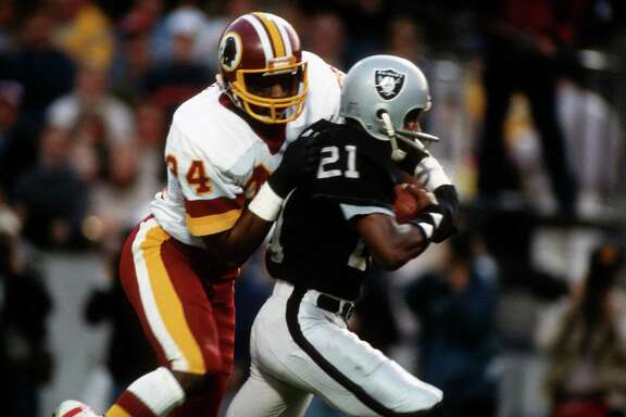 TAMPA, FL - JANUARY 22:  Cliff Branch #21 of the Los Angeles Raiders catches a pass while defended by Anthony Washington #24 of the Washington Redskins during Super Bowl XVIII on January 22, 1984 at Tampa Stadium in Tampa, Florida. The Raiders won the Super Bowl 38 - 9. (Photo by Focus on Sport/Getty Images)