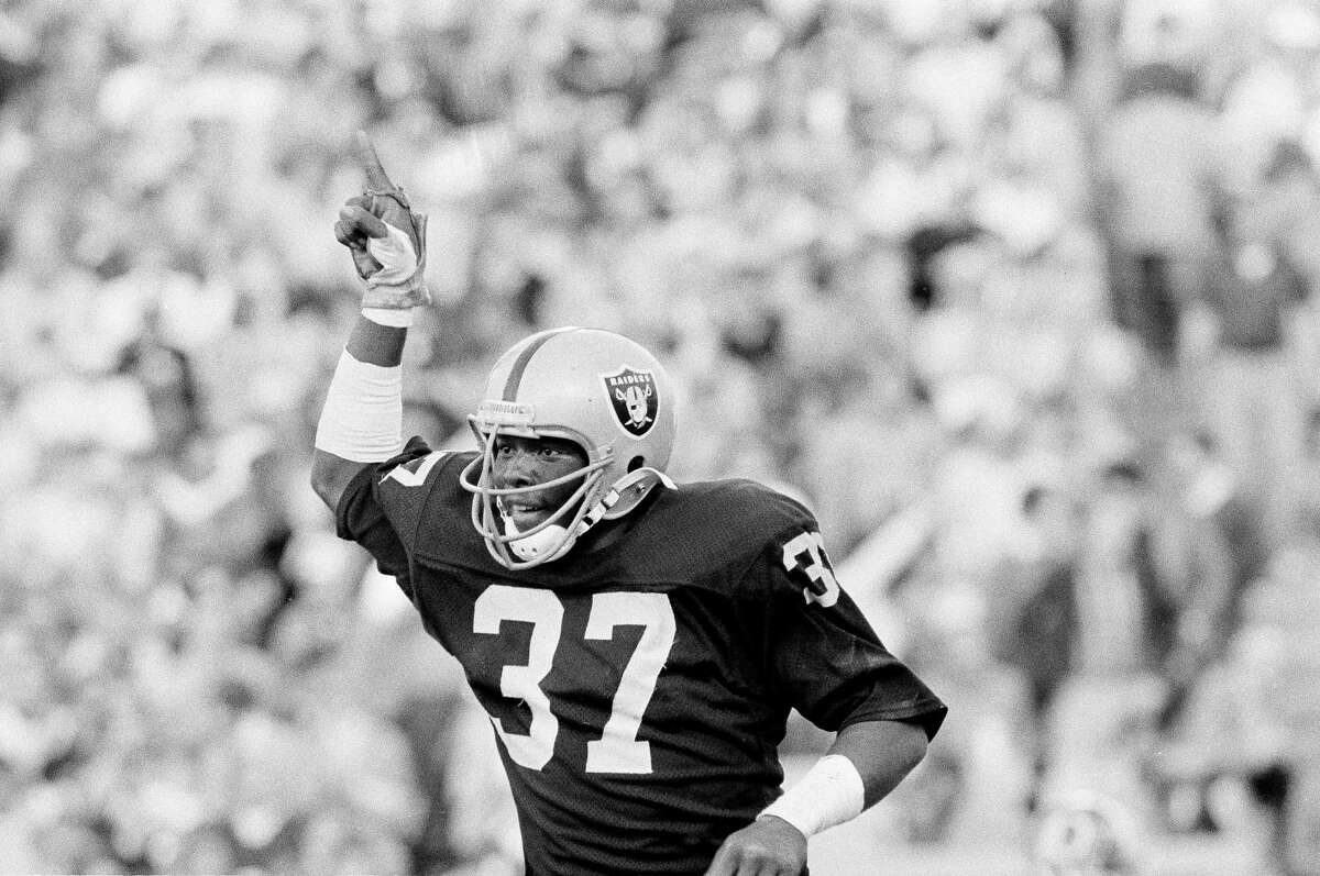 Los Angeles Raiders Lester Hayes gives the number one sign after he helped to recover a blocked punt in the end zone for the first score of the game against the Washington Redskins in Tampa, Jan. 22, 1984. (AP Photo)