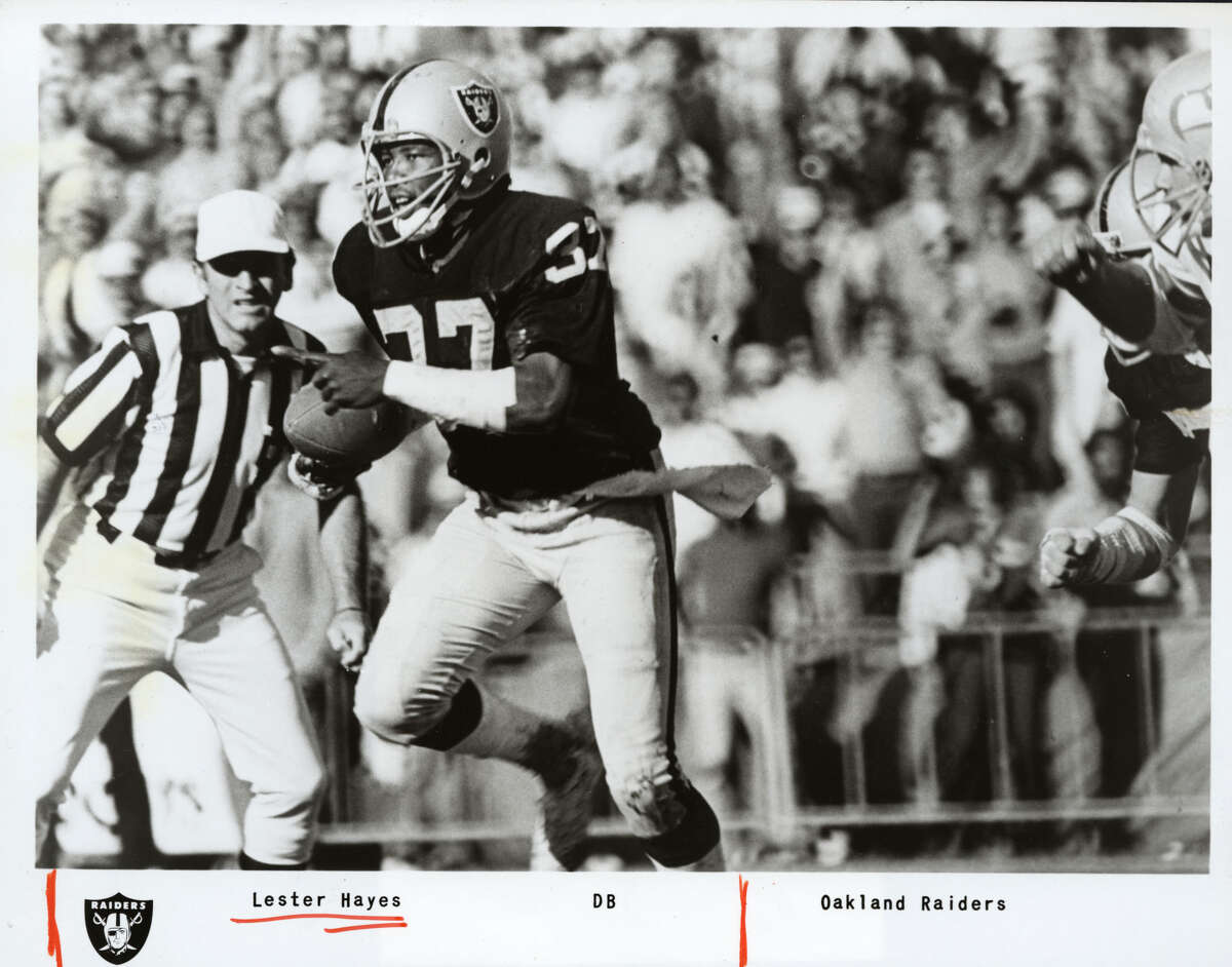 Lester Hayes, Oakland Raiders. Photo dated Oct. 1983. HOUCHRON CAPTION (02/01/04): Lester Hayes had 39 interceptions in his career. SPECIAL SECTION: SUPER BOWL XXXVIII KICKOFF: 5:25 P.M.