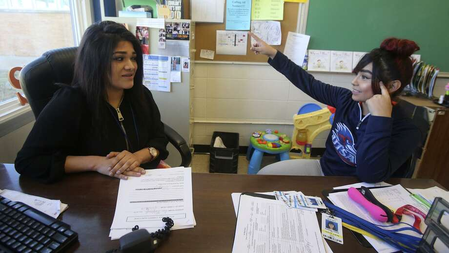 Ana Marquez (left), a one-time troubled teen, now helps students including Esperanza Mares at San Antonio Can High School. Photo: John Davenport /San Antonio Express-News / ©San Antonio Express-News/John Davenport