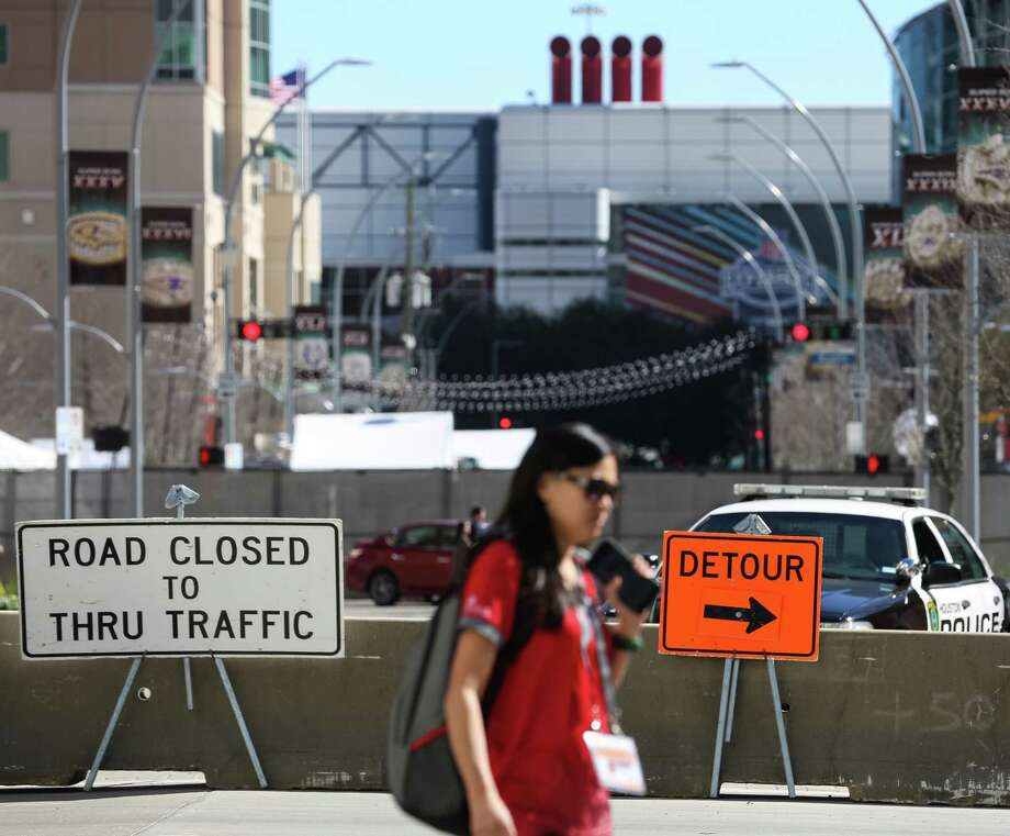 Eastbound Dallas Street is closed for through traffic at Caroline, as seen on Jan. 30. Many road closures and blockages are enforced in downtown area due to Super Bowl activities and events. Photo: Yi-Chin Lee / Houston Chronicle, Super Bowl Rradfic / Houston Chronicle 2017