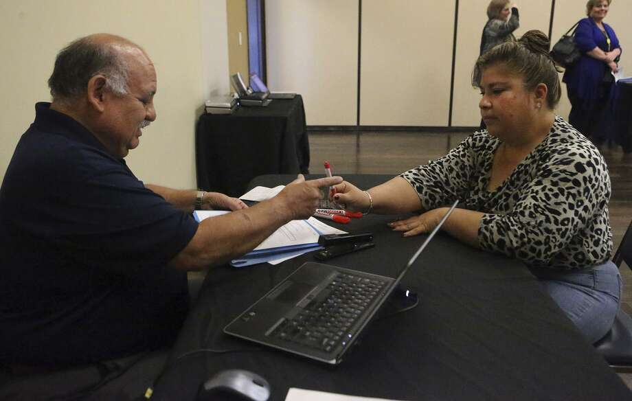 Santos Hernandez (left) helps Angelita Arriaga Martinez go through the health insurance application process Tuesday January 31, 2017 at CentroMed on San Antonio's South Side. Tuesday January 31, 2017 is the last day for people to sign up for the Affordable Care Act. Photo: John Davenport, Staff / San Antonio Express-News / ©San Antonio Express-News/John Davenport