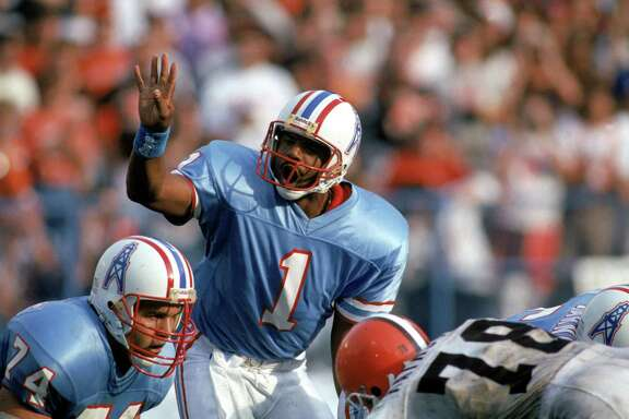 CLEVELAND - OCTOBER 29: Quarterback Warren Moon #1 of the Houston Oilers calls an audible during an NFL game against the Cleveland Browns at Cleveland Stadium on October 29, 1989 in Cleveland, Ohio. The Browns won 28-17. (Photo by Brian Masck/Getty Images)