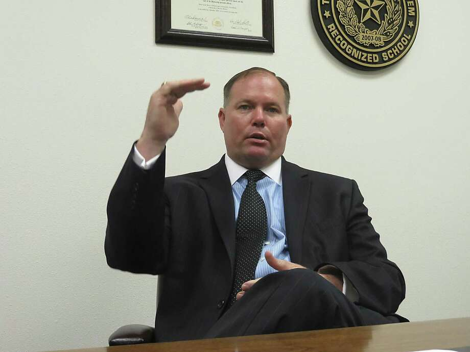 Stetson Roane was hired in July 2015 as superintendent of Seguin ISD. Photo: Zeke MacCormack / San Antonio Express-News / San Antonio Express-News