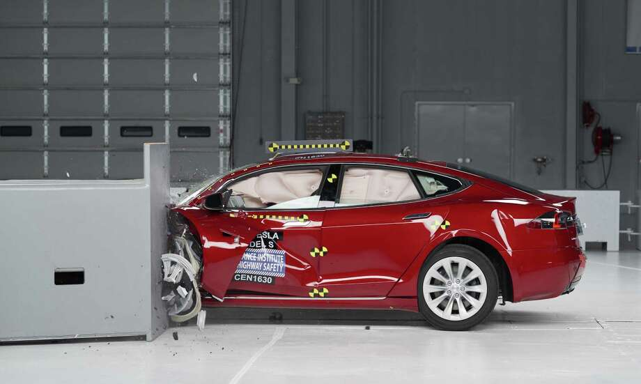 The Tesla Model S earned good ratings in four of the institutes five tests, but fell short of getting the highest safety rating in the newest crash tests administered by the insurance industry. Photo: Insurance Institute For Highway Safety / Insurance Institute for Highway Safety