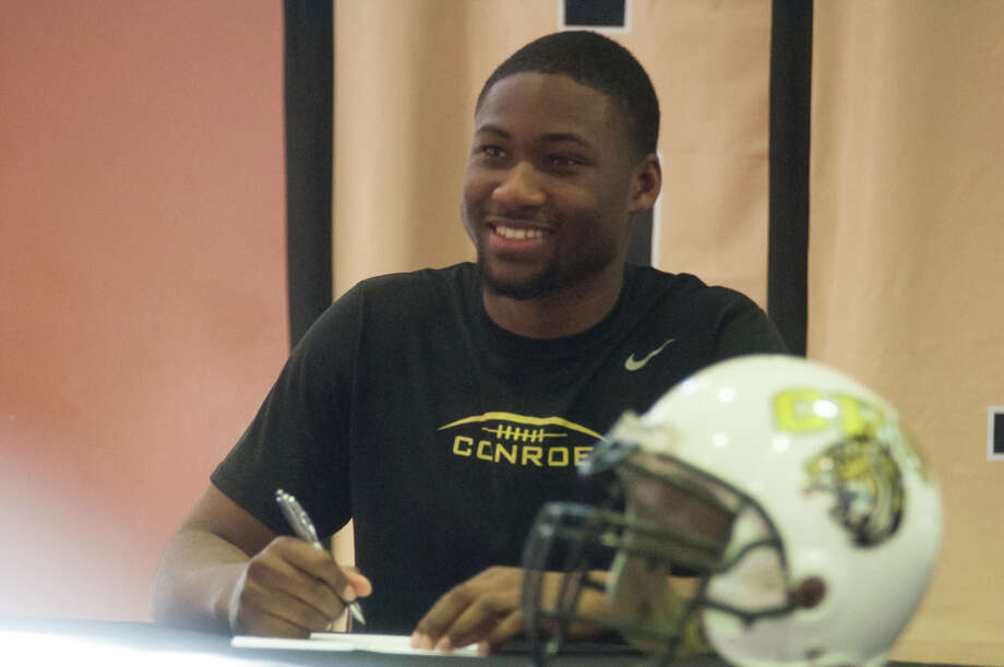 Conroe's Quentin Brown signs his National Letter of Intent to play football at Tulane University on Wednesday at Conroe High School. Photo: Keith MacPherson