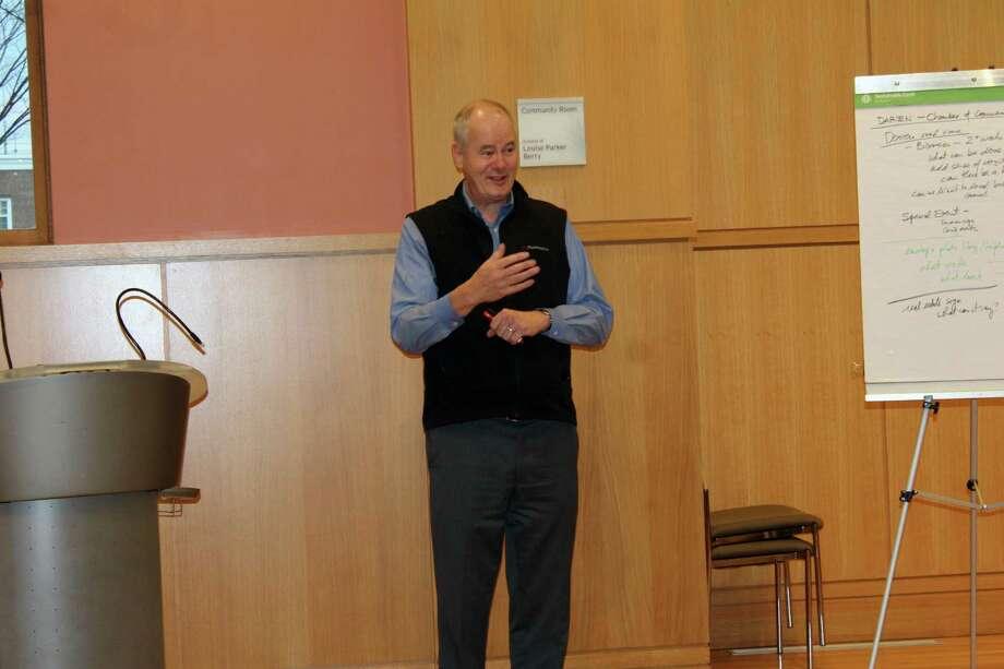 Glenn Chalder, of Planimetrics, discusses Darien's signage regulations on Jan. 26, 2017 at Darien Library. Photo: Justin Papp / Hearst Connecticut Media / Darien News