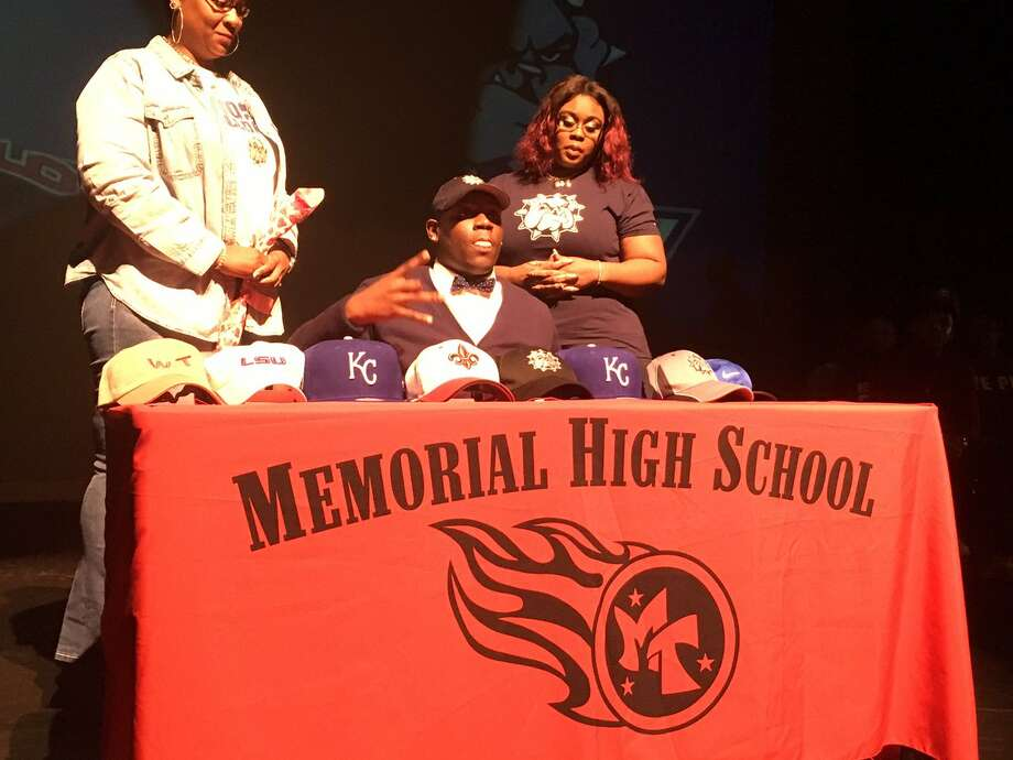 Kevin Chaney signs with Southwestern Oklahoma. Port Arthur Memorial hosts its National Signing Day ceremony. Photo: Enterprise Staff