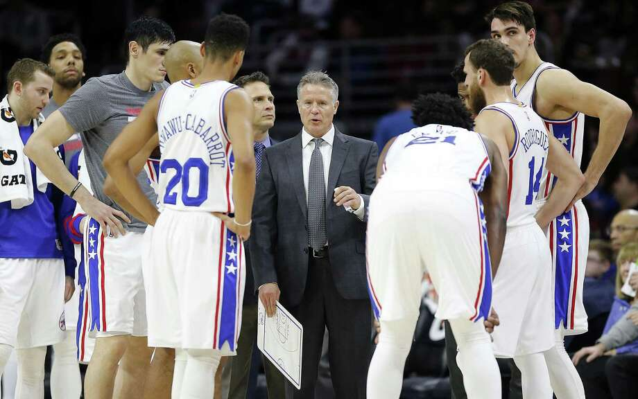 76ers coach Brett Brown gathers his team during the fourth quarter against the Portland Trail Blazers on Jan. 20, 2017, at the Wells Fargo Center in Philadelphia. Photo: Yong Kim /Philadelphia Daily News / Philadelphia Daily News