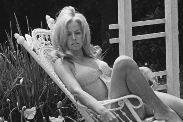 American actress Farrah Fawcett (1947 - 2009) relaxing in the garden, USA, 4th May 1970. (Photo by Harry Benson/Daily Express/Getty Images)