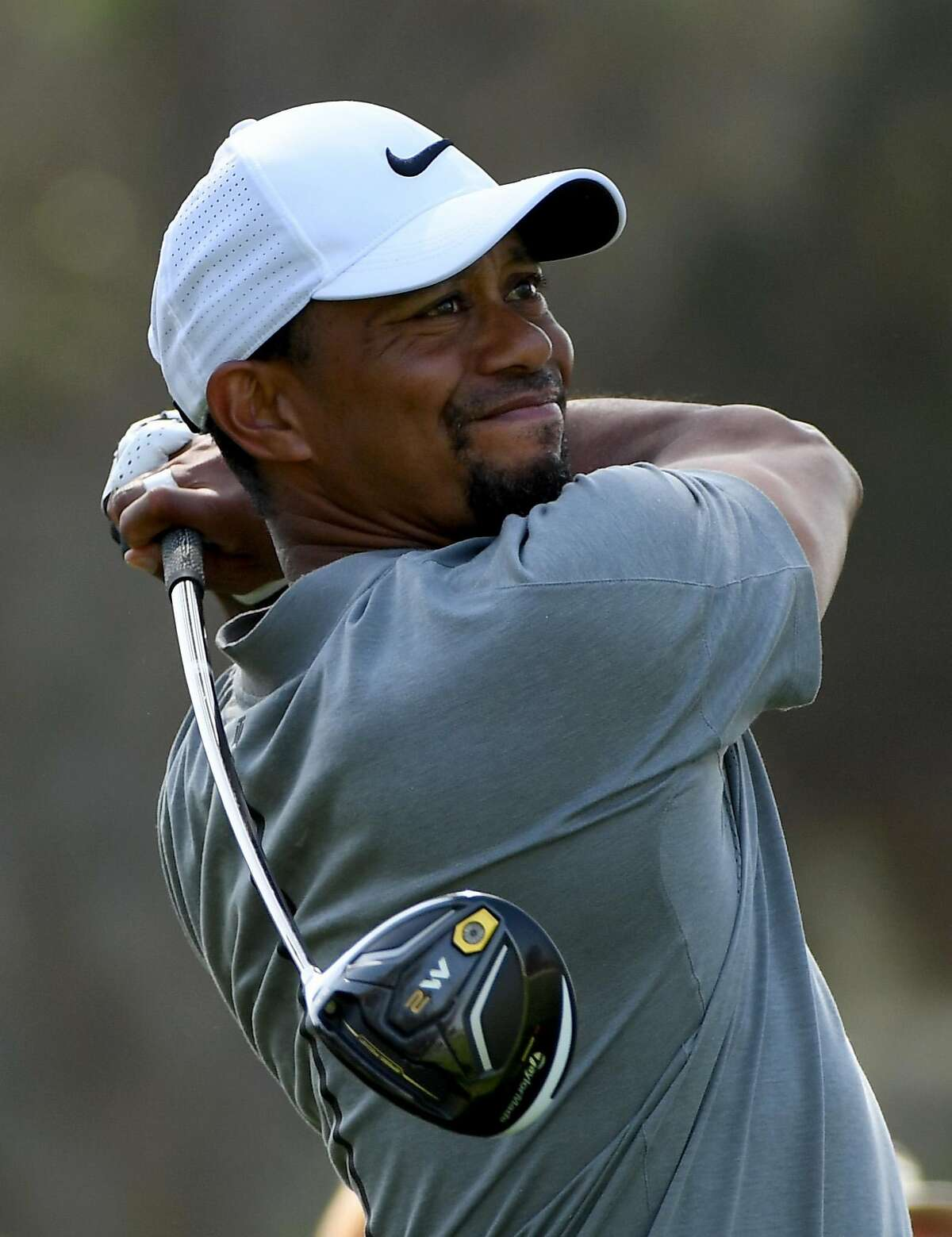 DUBAI, UNITED ARAB EMIRATES - FEBRUARY 01: Tiger Woods of the USA on the 18th tee during the pro-am event prior to the Omega Dubai Desert Classic at Emirates Golf Club on February 1, 2017 in Dubai, United Arab Emirates. (Photo by Ross Kinnaird/Getty Images)