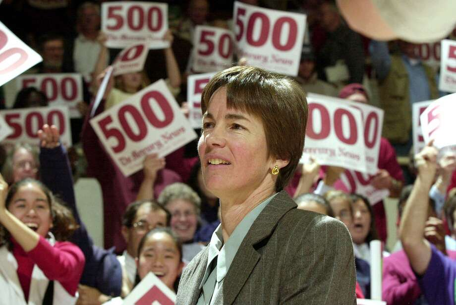 Stanford women's basketball coach Tara VanDerveer is cheered on her 500th career victory after Stanford's 73-65 win over Pacific in 2000. Photo: DAVID GONZALES / Associated Press / STANFORD UNIVERSITY