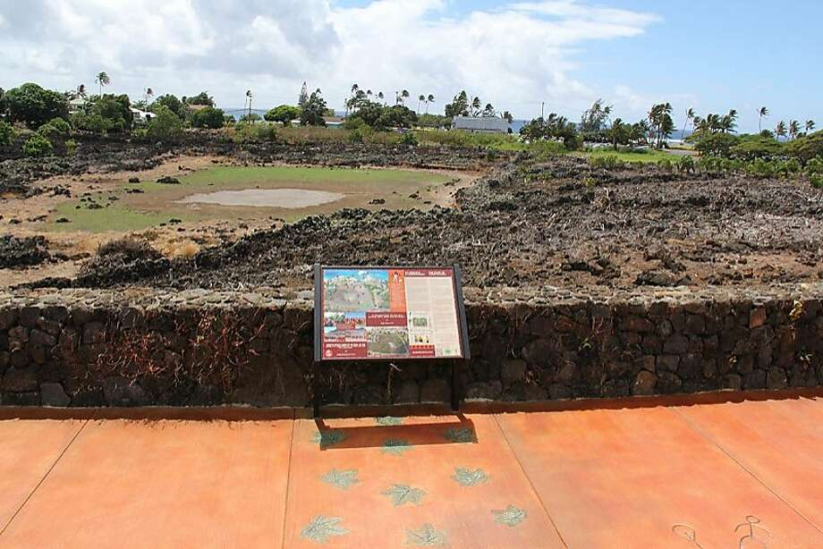 Interpretive signs along a new walkway and viewing platform at the recently cleared Kaneioluma complex near Poipu Beach help visitors understand its history and cultural traditions. Photo: Ke Kahua O Kaneioluma