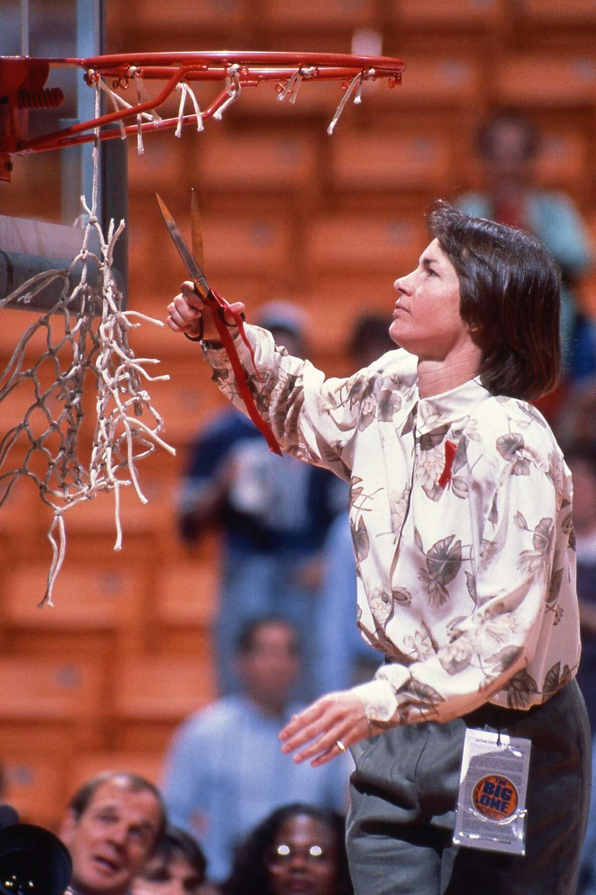 Stanford coach Tara VanDerveer cuts down the net aftet the Cardinal won the 1990 national championship.