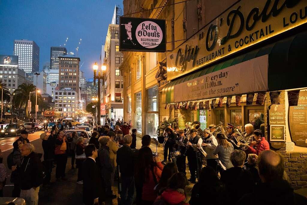 The Deutscher Musikverein of San Francisco play