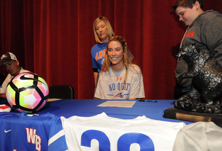 ALLY MOFFHigh School: West BrookCollege: Angelina College Photo: Guiseppe Barranco, Photo Editor