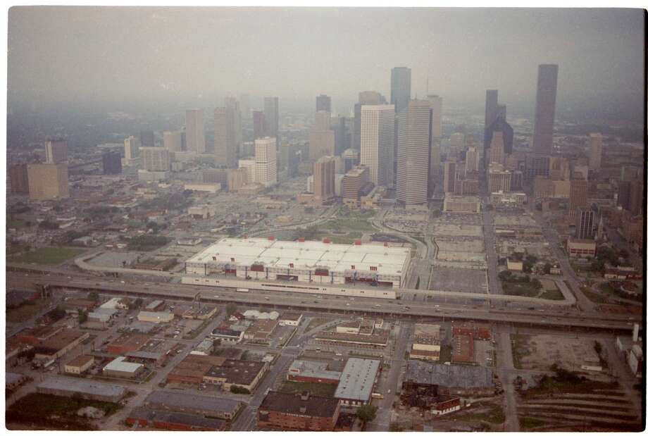 An April 1990 aerial over Houston traffic downtown. George R. Brown  Convention Center. Photo: Larry Reese/Houston Chronicle