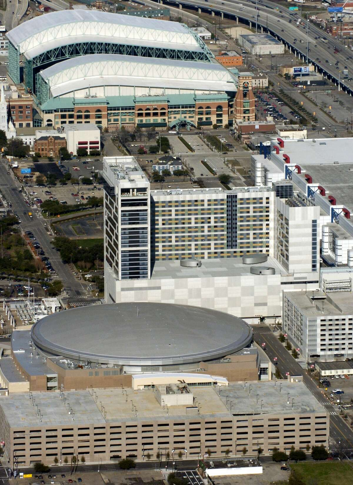 The Toyota Center (foreground) the Hilton Americas Houston and new addition to the George R. Brown Convention Center (center) and Minute Maid Field (with shiny white roof - back) along the east side of downtown. 1/19/2004 (Karl Stolleis/Houston Chronicle) HOUCHRON CAPTION (10/10/2004) SECOUTLOOK COLORFRONT: ROOM GLUT: A proposal to turn the Astrodome into a convention center hotel could threaten the viability of the Hilton Americas Houston Hotel, say some observers.
