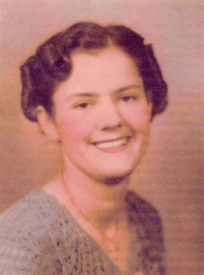Dorothy Weiler was born Sep.  26, 1917 in Lisbon, North Dakota to Jacob and Augusta Weiler.  She met Bob Fahlsing on a blind date in 1937 and they were married in Flint in 1940.  She had to wait for him to send her $10 to buy a bus ticket from Fargo, North Dakota to Michigan.