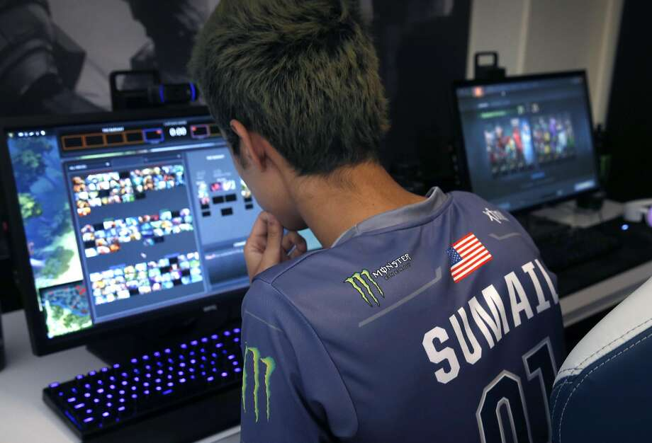 Sumail Hassan prepares for a major e-sports tournament at the Evil Geniuses' home base. Photo: Paul Chinn, The Chronicle