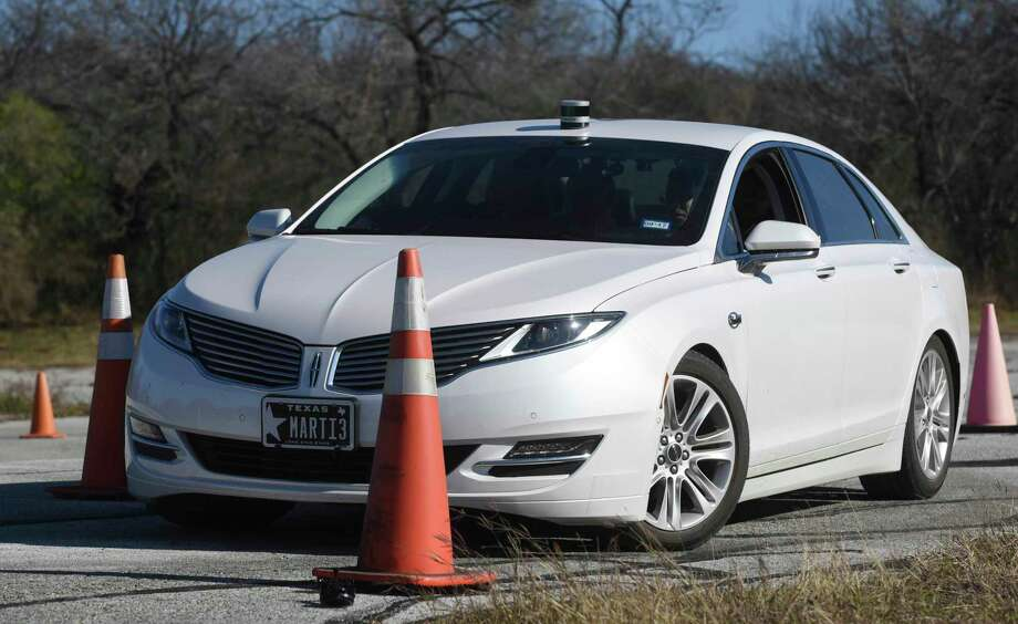 An autonomous Lincoln MKZ hybrid navigates a course on Tuesday, Jan. 31, 2017 at the Southwest Research Institute in San Antonio. Photo: Billy Calzada, Staff / San Antonio Express-News / San Antonio Express-News