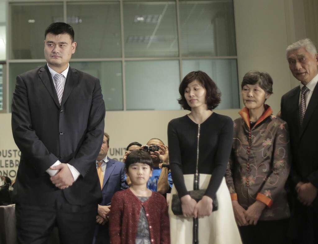 Yao Ming Daughter 2016 90475 | MOVIEWEB Yao Ming And Family