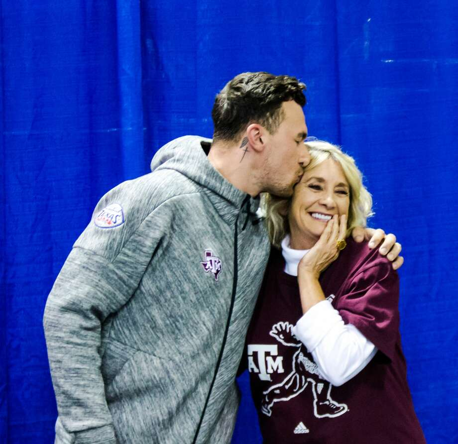 Johnny Manziel Sells Autographs And Selfies With Fans At Katy Mills
