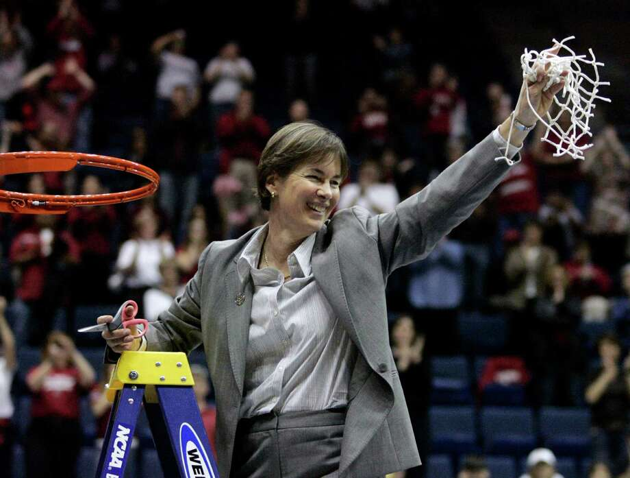 FILE - In this March 30, 2009, file photo, Stanford coach Tara VanDerveer cuts down the net after Stanford defeated Iowa State 74-53 to advance to the Final Four during a women's NCAA tournament regional championship college basketball game in Berkeley, Calif. On Friday night when No. 8 Stanford hosts USC, Vanderveer is poised to become just the second NCAA women's coach to enter the 1,000 wins club, alongside the late Pat Summitt. (AP Photo/Marcio Jose Sanchez, File) ORG XMIT: FX200 Photo: Marcio Jose Sanchez / AP2009