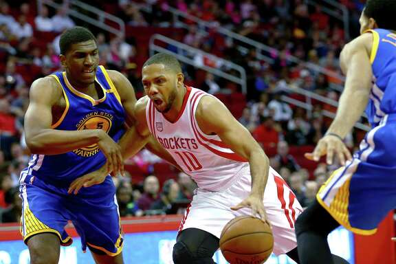 Houston Rockets guard Eric Gordon (10) drives past Golden State Warriors forward Kevon Looney (5) during the second quarter of an NBA game at the Toyota Center Friday, Jan. 20, 2017, in Houston. ( Jon Shapley / Houston Chronicle )