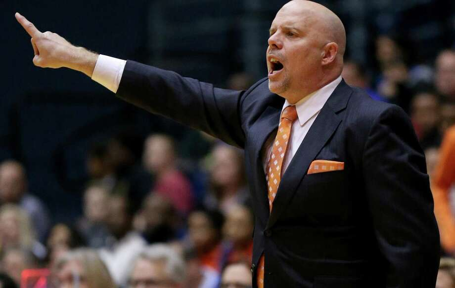 UTSA coach Steve Henson calls a play during second half action against Middle Tennessee on Feb. 2, 2017 at the Convocation Center. Photo: Edward A. Ornelas /San Antonio Express-News / © 2017 San Antonio Express-News