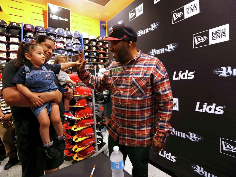 Arya Perez, 2, gives Hip Hop artist and Houston native Bun B a high-five at the Lids store in the Galleria in 2017. >>See more retailers hiring for the holidays... Photo: Annie Mulligan / For The Houston Chronicle / @ 2017 Annie Mulligan & the Houston Chronicle
