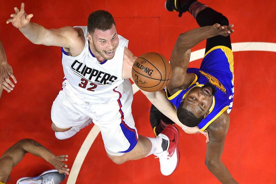 Los Angeles Clippers forward Blake Griffin, left, shoots as Golden State Warriors forward Kevin Durant defends during the first half of an NBA basketball game, Thursday, Feb. 2, 2017, in Los Angeles. Photo: Mark J. Terrill, Associated Press