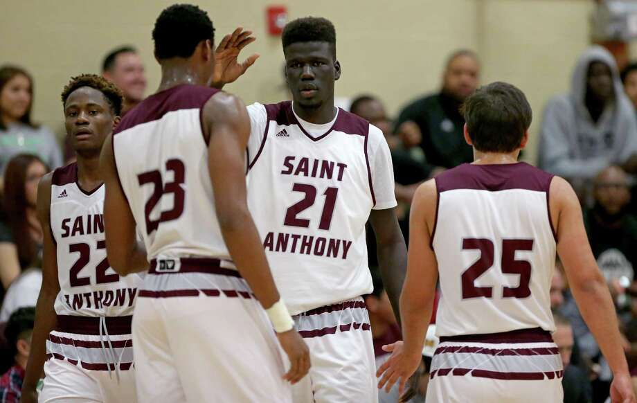 St. Anthony's Obi Prosper (from left), Charles Bassey, Ousmane Ndim and Ricardo Valadez huddle during their game with Southwest Christian on Jan. 21, 2017 at Athlos Academy in San Antonio. Photo: Edward A. Ornelas /San Antonio Express-News / © 2017 San Antonio Express-News