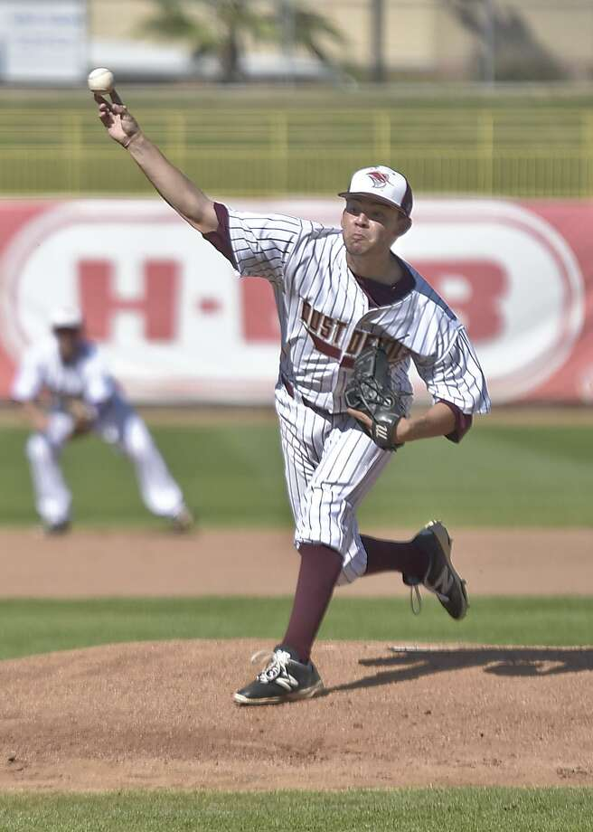 TAMIU pitcher Osvaldo Raya was named the Division II HERO Pitcher of the Week by HERO Sports Friday. The Dustdevils lost a pair of games Friday at No. 12 Angelo State. Photo: Danny Zaragoza /Laredo Morning Times File / LAREDO MORNING TIMES