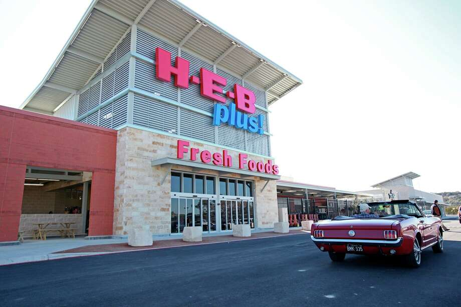 H-E-B plans to end the pilot program, which allowed customers at 12 stores to pay using debit and credit card information loaded to the company's mobile application, on Tuesday. Photo: San Antonio Express-News File Photo / ¨ 2011 San Antonio Express-News