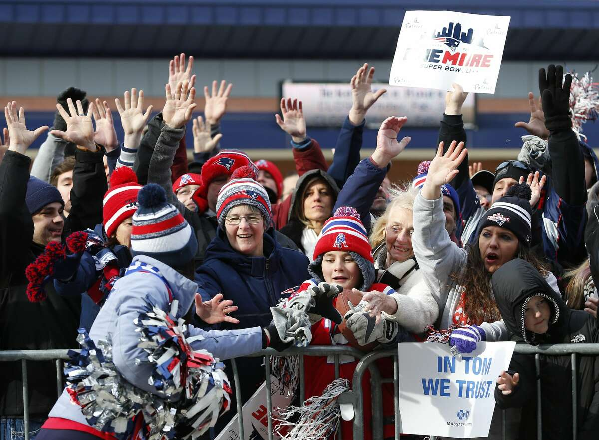 PHOTOS: Key phrases to know in order to fake your way through Super Bowl LI You don't have to be some sort of football mastermind to impress the folks at your Super Bowl party. Browse through the photos to learn some key things to say to impress your friends during the Super Bowl.