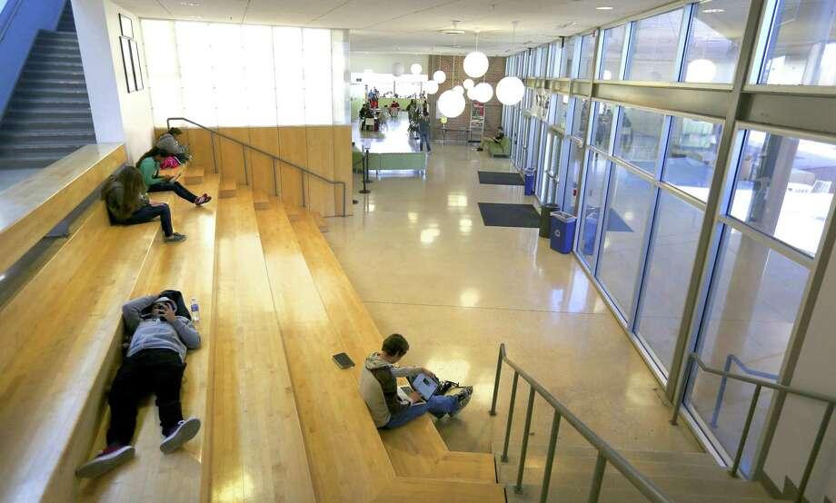 Students at Northwest Vista College's Cypress Campus Center in 2015. Photo: WILLIAM LUTHER /San Antonio Express-News / © 2015 San Antonio Express-News