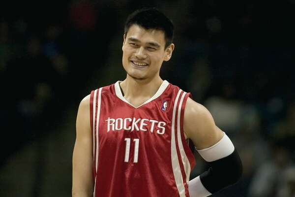 Houston Rockets Yao Ming of China laughs while playing the Charlotte Bobcats during the first half of their NBA basketball game at Charlotte Bobcats Arena in North Carolina November 11, 2007. REUTERS/Chris Keane (UNITED STATES)