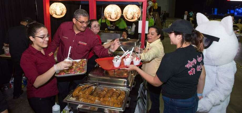 The Taste of Laredo event featured 20 franchise and local restaurants that allowed people to taste samples Thursday evening at the Laredo Engergy Arena. Photo: Danny Zaragoza /Laredo Morning Times