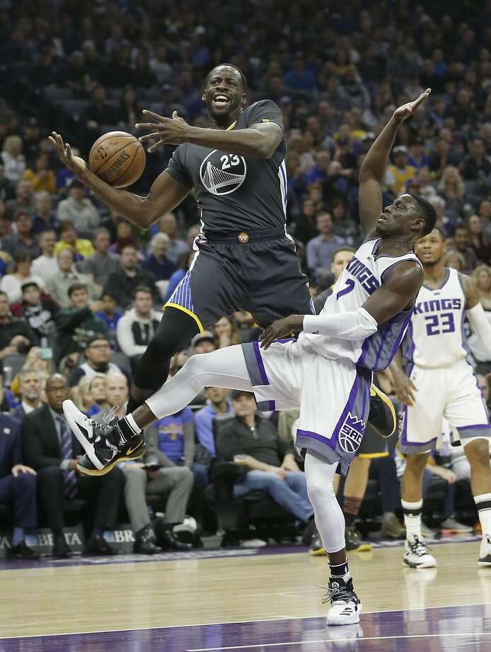 Warriors  Draymond Green leaves Kings game with apparent knee injury ... 457d1f2a7