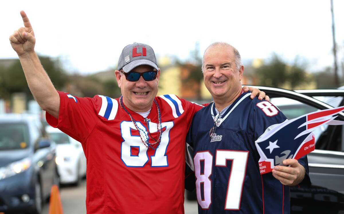 Fans poured into Houston for Super Bowl LI, greeted by overcasts skies, music and celebrities. New England Patriots fans Bill Dugger, left, and Phil Peterson show support to their team while waiting to get into the parking lot on Sunday, February 5, in Houston. ( Yi-Chin Lee/ Houston Chronicle)