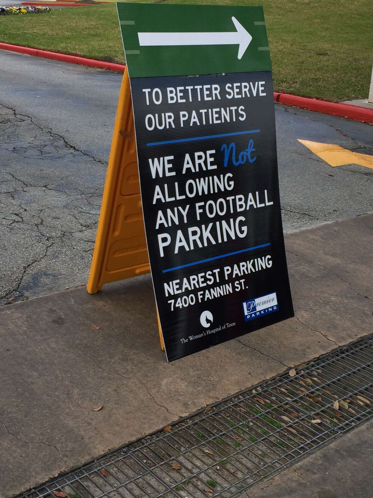 The Woman's Hospital tries to dissuade potential parkers near NRG Stadium on Super Bowl Sunday, Feb. 5, 2017. (Ileana Najarro/Houston Chronicle)