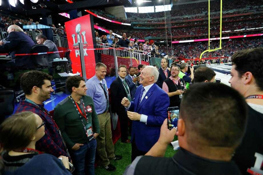 Dallas Cowboys owner Jerry Jones center, before Super Bowl LI at NRG Stadium on Sunday, February 5, 2017. Photo: Karen Warren, Houston Chronicle / 2017 Houston Chronicle