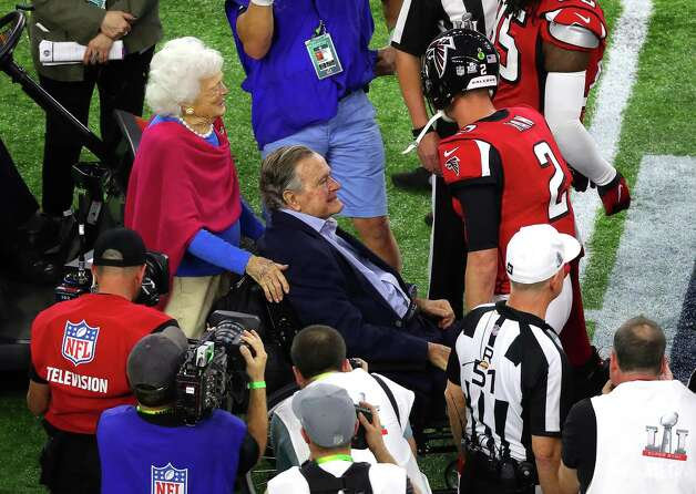 Former President George Bush and his wife Barbara Bush during the pregame ceremonies for Super Bowl LI at NRG Stadium on Sunday, Feb. 5, 2017 in Houston. Photo: Michael Ciaglo, Houston Chronicle / Michael Ciaglo