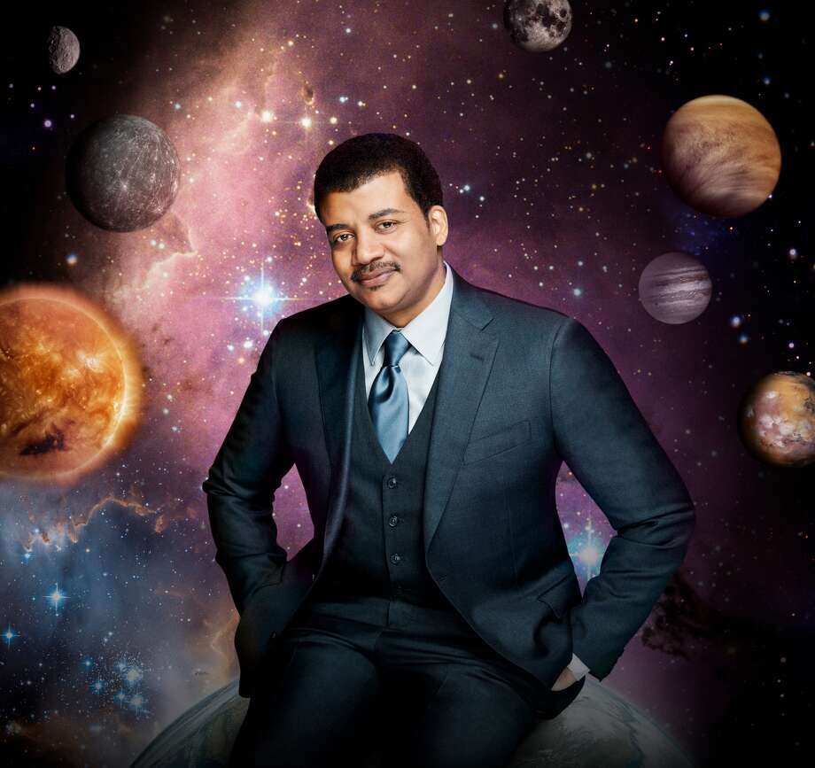 Super Bowl LINeil deGrasse Tyson recently sent dozens of science-related tweets while watching Super Bowl 51.Keep going to see some of the best photos from Super Bowl LI in Houston.