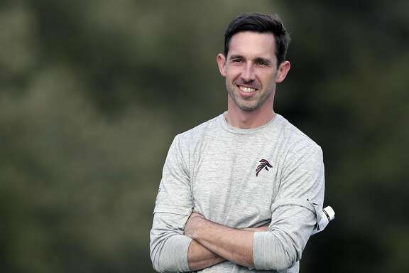 HOUSTON, TX - FEBRUARY 01:  Offensive Coordinator Kyle Shanahan watches a Super Bowl LI practice on February 1, 2017 in Houston, Texas.  (Photo by Tim Warner/Getty Images)