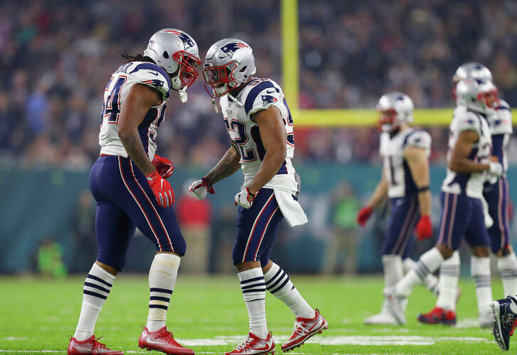 New England Patriots middle linebacker Dont'a Hightower left, and Patriots outside linebacker Elandon Roberts right, react after a play during the second half of Super Bowl LI at NRG Stadium on Sunday, February 5, 2017. ( Karen Warren / Houston Chronicle )