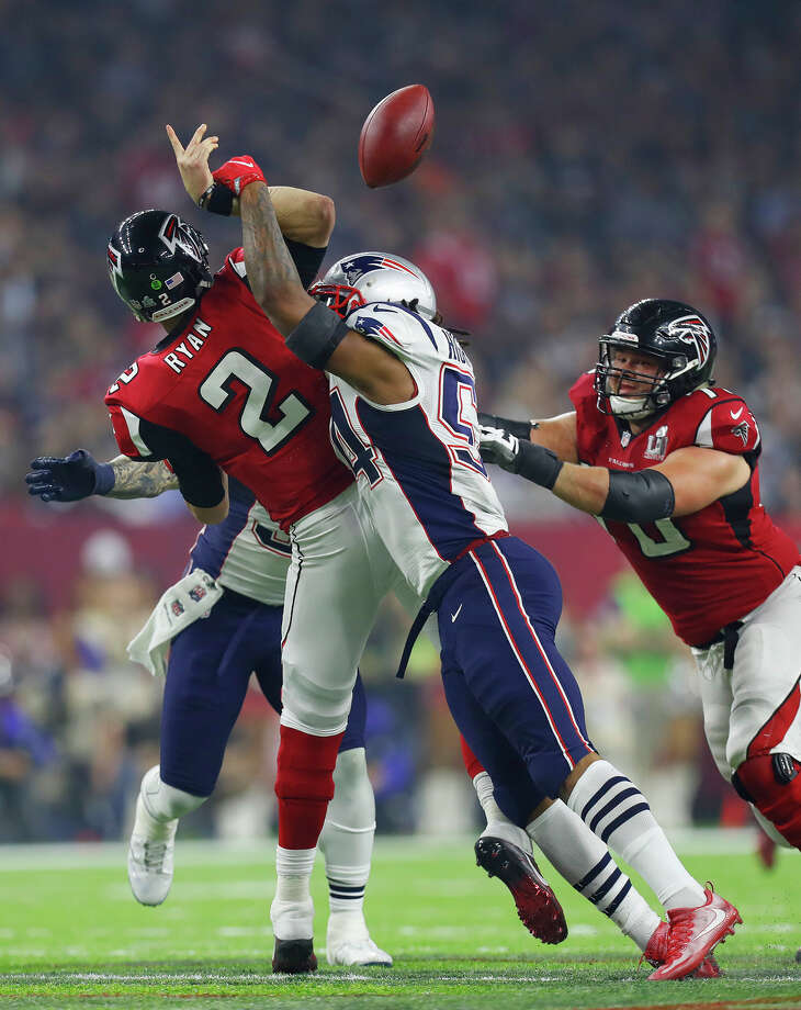 New England Patriots middle linebacker Dont'a Hightower  2nd from right, hits Atlanta Falcons quarterback Matt Ryan to break up a pass play during the second half of Super Bowl LI at NRG Stadium on Sunday, February 5, 2017. ( Karen Warren / Houston Chronicle ) Photo: Karen Warren/Houston Chronicle